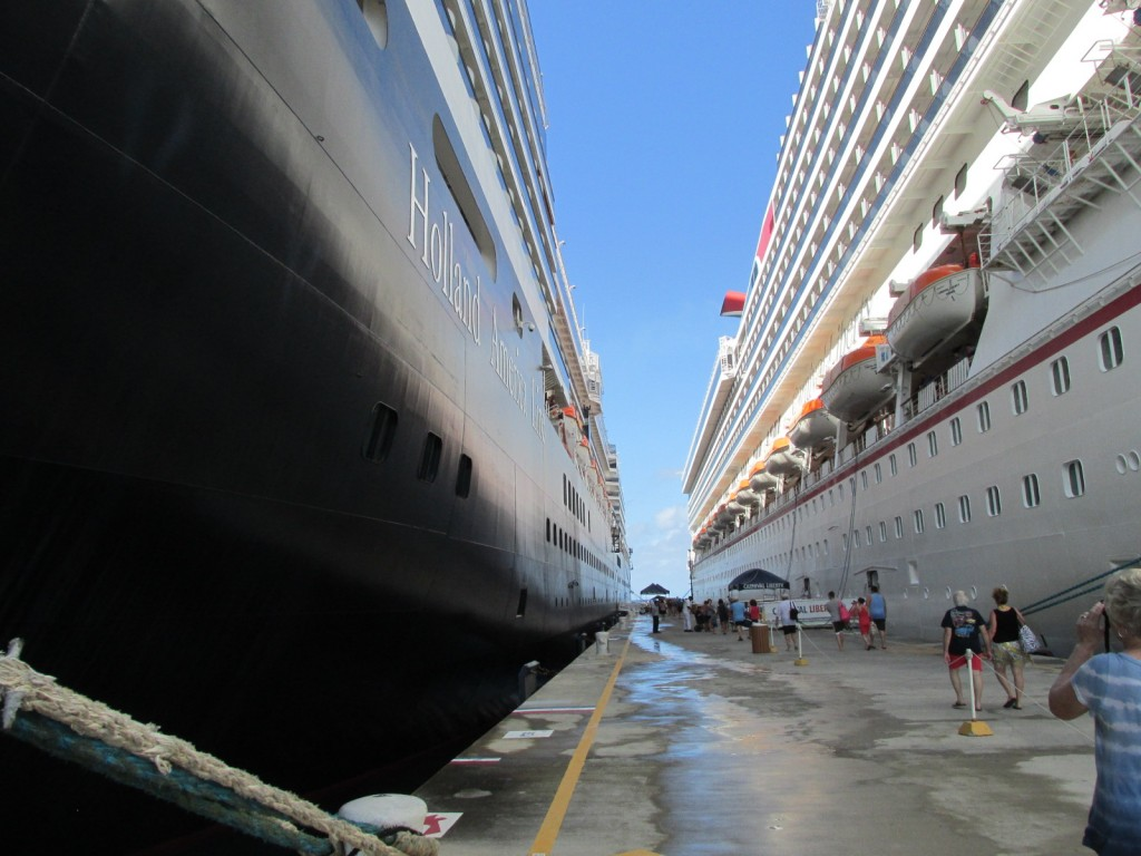 15.01.05 Grand Turk Pier 2 ships