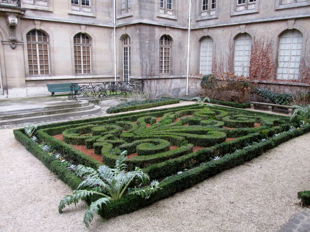 15.02.17 Marais Carnavalet Museum Garden 3