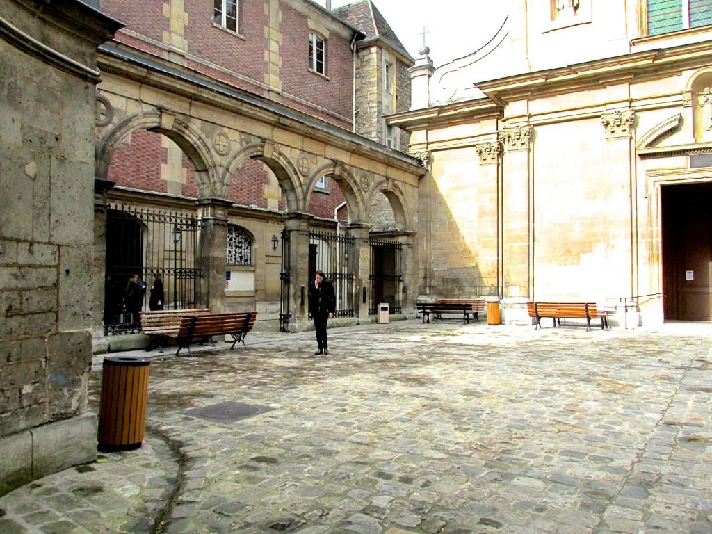 15.02.23 Paris St Joseph des Carmes Courtyard