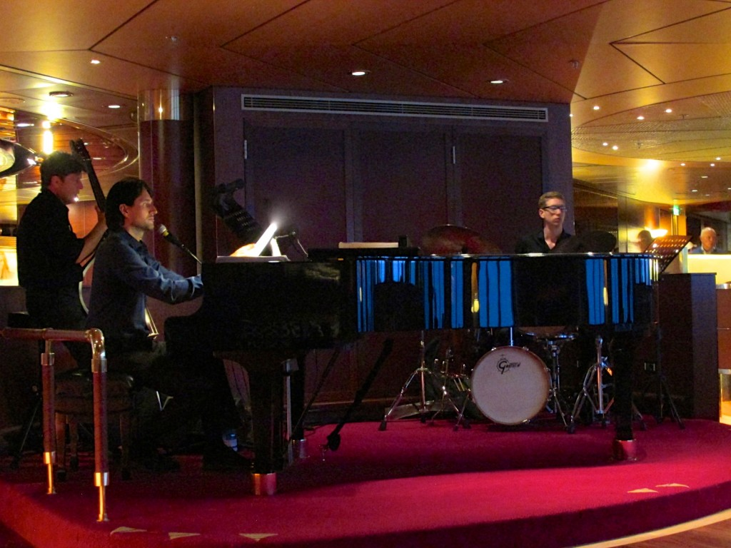 06:10:15 Amsterdam Ocean Bar Trio with Sebastian